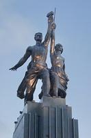 Рабочий и крестьянка (В.И. Мухина)